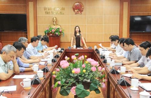 Phó Chủ tịch UBND tỉnh Lê Thị Thìn nghe báo cáo Chương trình hành động nâng cao Chỉ số năng lực cạnh tranh cấp tỉnh, giai đoạn 2017 - 2020.