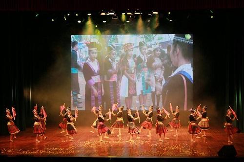 Chương trình nghệ thuật nhân Những ngày văn hóa, du lịch Lào tại Việt Nam.