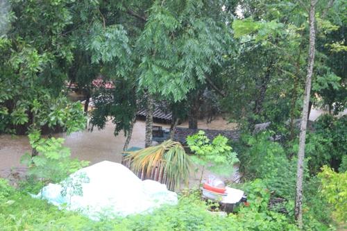 Phó Chủ tịch UBND tỉnh Ngô Văn Tuấn kiểm tra, chỉ đạo công tác ứng phó với mưa lũ tại huyện Thọ Xuân.